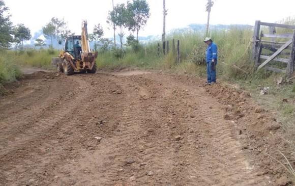 Este es otro tramo de la vía El Limón-Anorí, construido con recursos de la Gobernación.