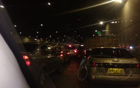 Así registraron los conductores la congestión ocasionada por el accidente en el soterrado de Parques del Río. FOTO CORTESÍA