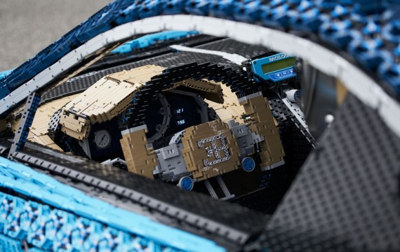 LEGO construye auto Bugatti Chiron en tamaño real ¡Además se puede conducir!