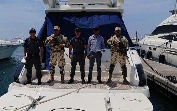 Autoridades en Santa Marta tomaron posesión del yate. CRÉDITO: FISCALÍA