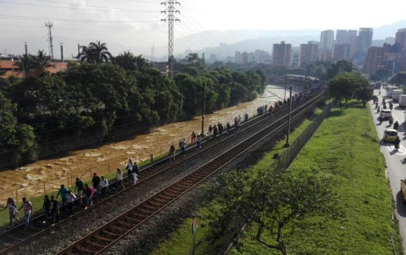 Fallas técnicas del Metro y del tranvía complicaron movilidad este miércoles