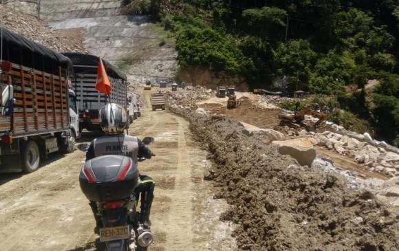El paso de los camiones y del resto se hace lento y con horarios restringidos. FOTO CORTESÍA