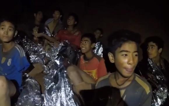 Cinco jóvenes permanecen en la cueva y serán evacuados el martes — Tailandia