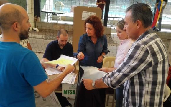 Más de 2,6 millones de antioqueños se acercaron a las urnas y ejercieron su derecho al voto. FOTO JULIO CÉSAR HERRERA