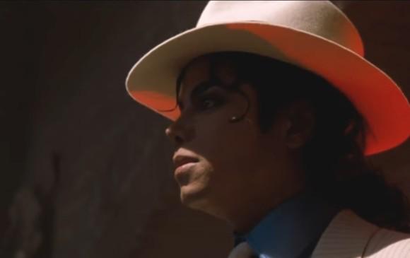 Smooth Criminal fue lanzado como sencillo del álbum Bad en octubre de 1988.  FOTO YouTube 592cc4e4fee