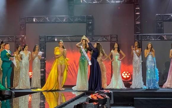 Imagen de la coronación de Miss Bolívar como la primera Miss Universe Colombia. FOTO Miss Universe Colombia