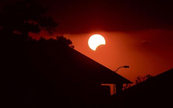 Millones viajan en EU para observar eclipse solar (18:30 h)