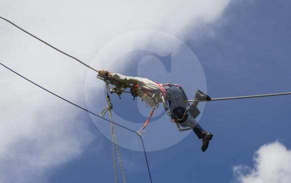 Trabajo de liniero electricista en colombia