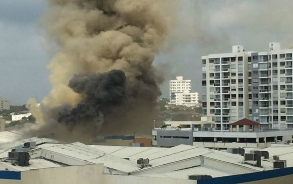 Emergencia por incendio en centro comercial de Barranquilla