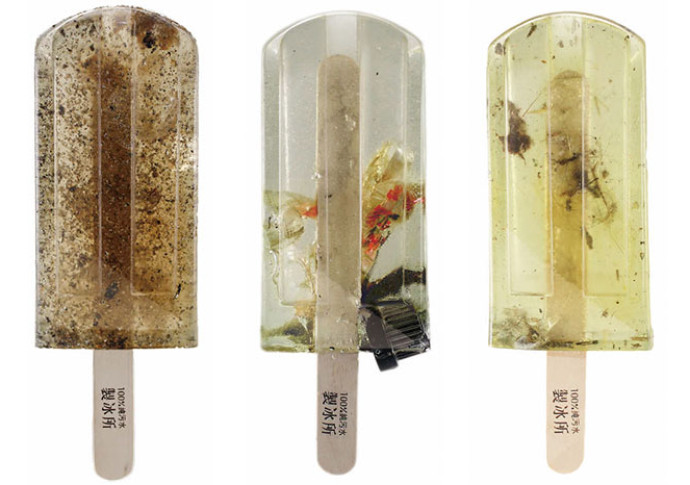 FOTO POLLUTED WATER POPSICLES