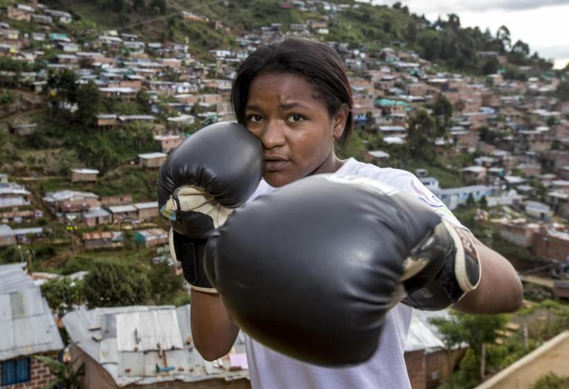 Laura Saavedra es la única mujer que practica el boxeo. Otras jóvenes se encuentran en el proceso de aprendizaje y acondicionamiento físico. FOTO: JUAN ANTONIO SÁNCHEZ O.