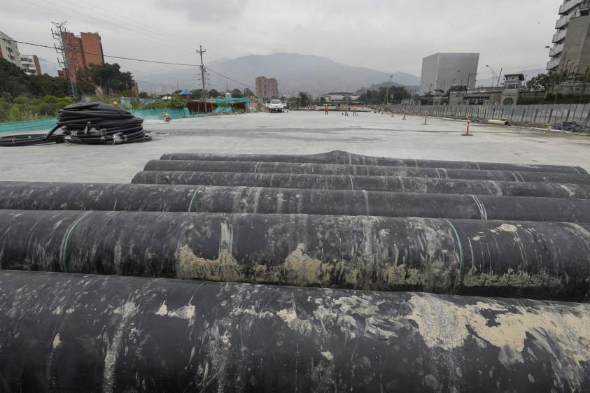 El espacio de la terraza quedó adecuado con redes para cuando EPM determine el regreso de los alumbrados navideños al río Medellín. FOTO MANUEL SALDARRIAGA