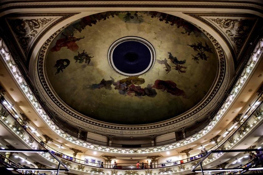La librería El Ateneo Gran Splendid, una joya arquitectónica de Buenos Aires, acaba de ser elegida por la revista National Geographic como la más bella del mundo. FOTO AFP