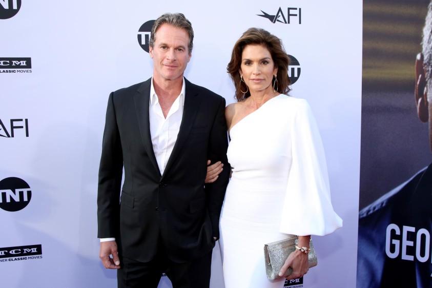 Cindy Crawfor y su esposo Rande Gerber. Foto cortesía de E! Entertainment Latin America tomada por Randall Michelson