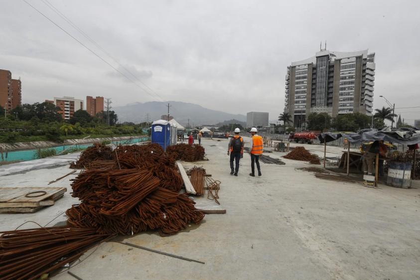 El costo de la obra es de $260.000 millones y su avance alcanza el 50 %. La entrega final está presupuestada para junio del próximo año. FOTO MANUEL SALDARRIAGA