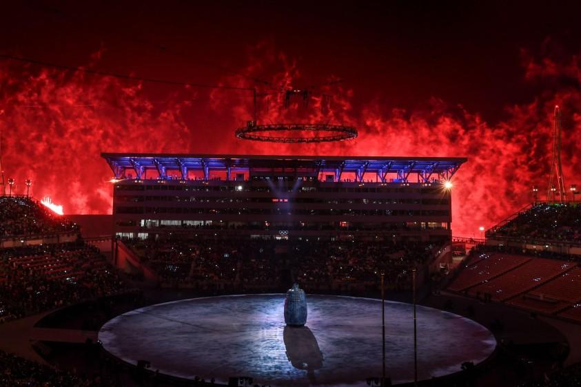 La hermana del líder norcoreano Kim Jong Un llegó este viernes a Corea del Sur para la ceremonia de apertura de los Juegos Olímpicos, junto al jefe de Estado de ese país, convirtiéndose en el primer miembro de la dinastía reinante en el Norte en pisar suelo surcoreano desde el final de la guerra de Corea. FOTO AFP