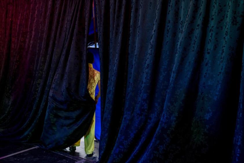 Javier Noya tiene 46 años y es el locutor del Circo Medellín. FOTO: SANTIAGO MESA.