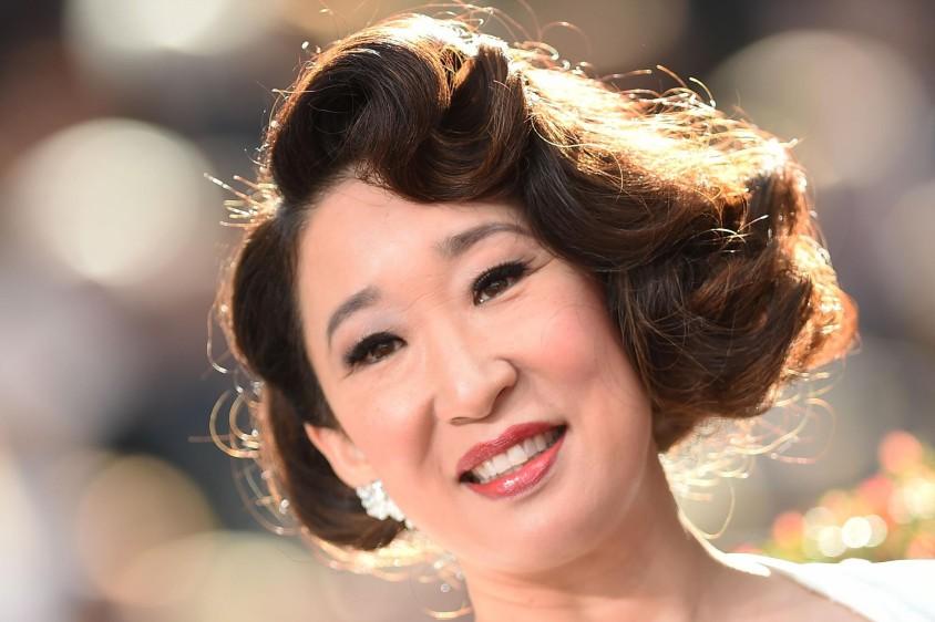 Un peinado corto para Sandra Oh, la recordada Cristina de Grey's Anatomy, ahora Eve en la serie Killing Eve. FOTO AFP