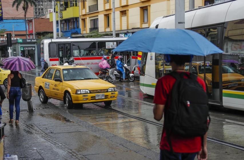 Los taxistas no respetan este corredor calle 49 Ayacucho con carrera 45 El Palo. Foto: Róbinson Sáenz