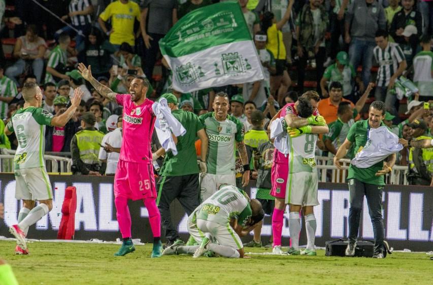 La decimosexta estrella del verde se concretó en la era Reinaldo Rueda en una histórica noche que recordarán los hinchas verdes por muchos años. FOTO REUTERS