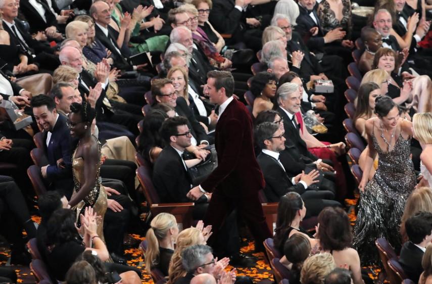 Algunos actores se fueron a repartir golosinas a una sala de cine cercana. La idea era agradecer a la gente su asistencia a cine. FOTO Reuters