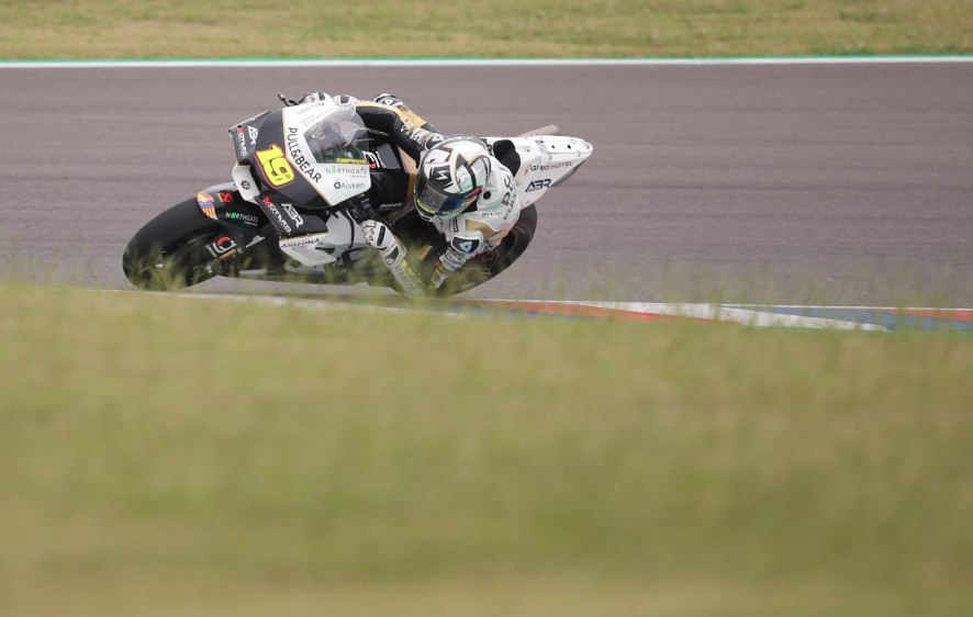 El piloto español de MotoGP Álvaro Bautista, conduce la Ducati del equipo Pull&Bear ASPAR TEAM.