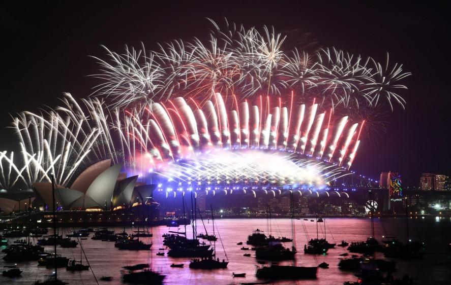 Año nuevo con pirotecnia en Sidney, Australia. FOTO AFP