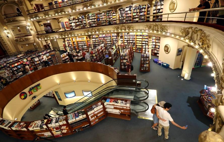 La librería El Ateneo Gran Splendid, una joya arquitectónica de Buenos Aires, acaba de ser elegida por la revista National Geographic como la más bella del mundo. FOTO REUTERS