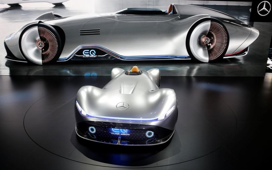 Mercedes EQ Silver Arrow. Mercedes-Benz además de mostrar primicias mundiales -como el Clase B, el GLE y el Mercedes-AMG A 35 4MATIC-, también tiene como estrellas destacadas al EQ Silver Arrow. FOTO REUTERS