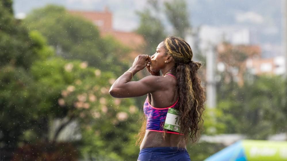 Caterine Ibarguen celebrando su victoria en el Grand Prix de atletismo Ximena Restrepo realizado en el estadio Alfonso Galvis. Foto: Edwin Bustamante.