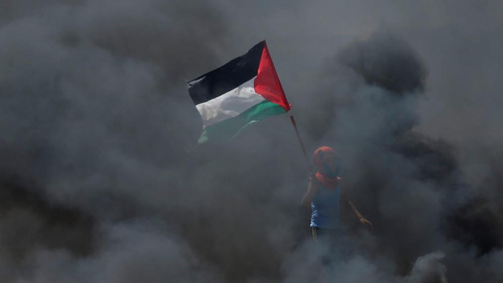 Luego del anuncio de Estados Unidos de abrir una embajada en Jerusalén, cientos de palestinos iniciaron protestas en la franja de Gaza, lo que llevó a una represión con armas letales del ejército israelí que ya deja más de 58 muertos y 2.700 heridos por las balas. Foto: Reuters