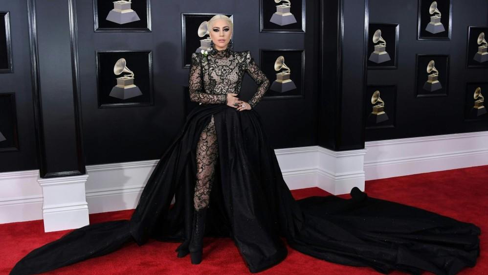 Gustó el traje de Lady Gaga, de negro. Menos extravagante que en ocasiones anteriores. FOTO AFP