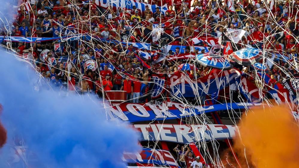 Los hinchas del Medellín también asistieron al Atanasio y alentaron a su equipo durante los 90 minutos. FOTOS JAIME PÉREZ Y ROBINSON SÁENZ