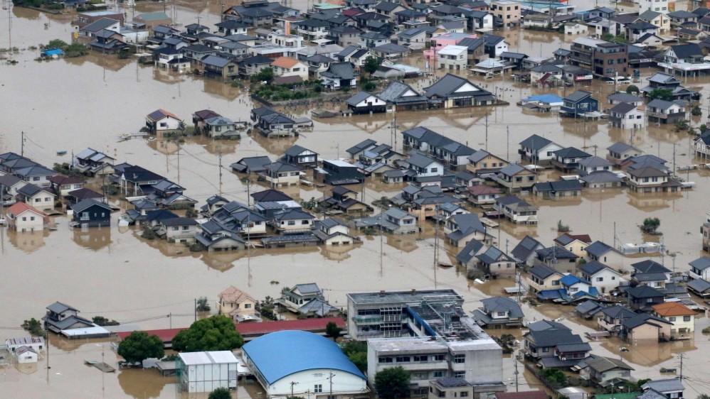 El país ha enfrentado grandes terremotos por décadas pero las lluvias no habían sido una preocupación mayor. Los rescates siguen en busca de los desaparecidos. Las condiciones climáticas extremas aumentan en la época estival de lluvias y tifones. Foto: EFE