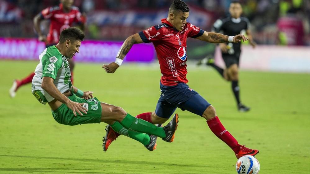 La presión en ambas escuadras y las jugadas fuertes se mantuvieron durante los 90 minutos. Foto: Jaime Pérez