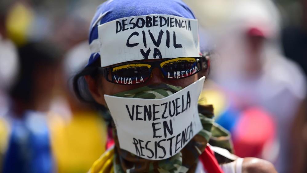 Los opositores, convocados por la Mesa de la Unidad Democrática (MUD), marchan desde 26 puntos de Caracas con destino a la Defensoría del Pueblo. FOTO AFP