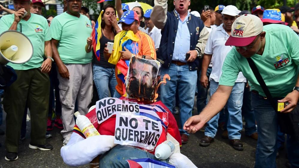 Varios de los lugares a los que fueron convocados los antichavistas rozaron con la convocatoria hecha por el chavismo a sus partidarios. FOTO AFP