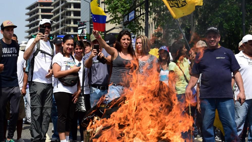 De los 26 puntos de salida de la marcha, 19 están ubicados en el municipio Libertador, sede de los poderes públicos y gobernado por el chavista Jorge Rodríguez, quien ha prohibido actos opositores en esa zona de la ciudad. FOTO AFP