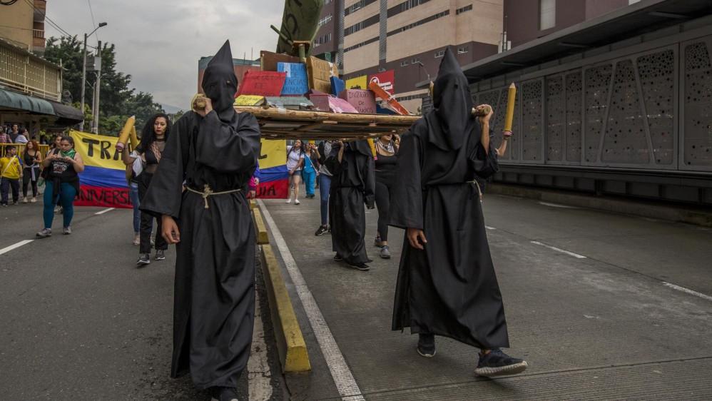 Los recorridos por las calles fueron acompañados con pancartas, cánticos y consignas. Foto Santiago Mesa