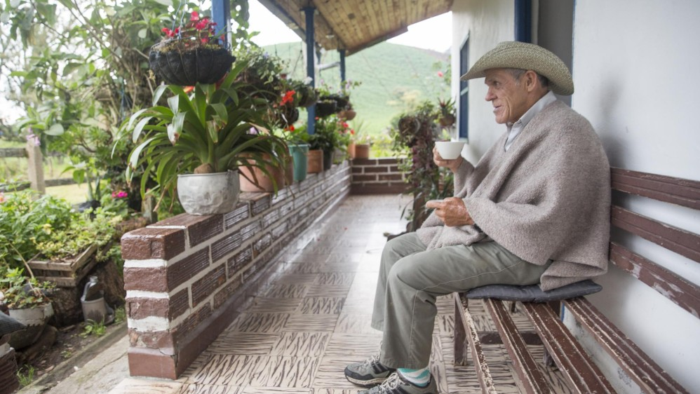 Román Arboleda, lechero de San Félix, dedicado a esta industria desde hace más de 40 años. Foto: Edwin Bustamante
