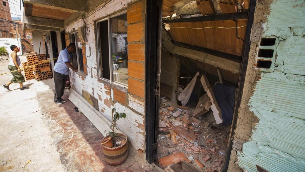 El colapsó ocurrió alrededor de las 3 de la mañana. Los habitantes de las casas alcanzaron a salir antes del derrumbe. Foto: Carlos Velásquez