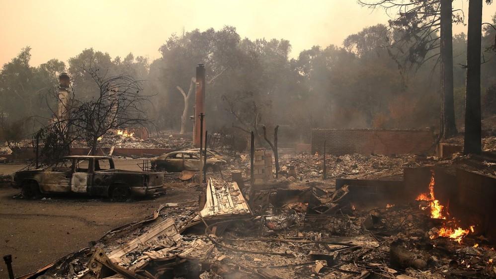Según esta fuente, el fuego ya ha devorado más de 4.000 hectáreas y ha provocado la evacuación de cientos de personas de sus casas. FOTO EFE
