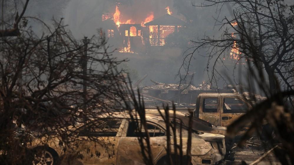 La destrucción de los incendios ha sorprendido a las autoridades, ya que en apenas unas horas el viento ha extendido las llamas por miles de hectáreas. FOTO EFE
