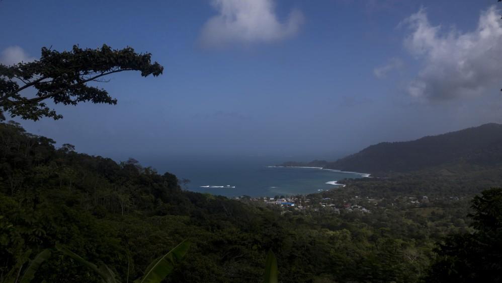 Desde las montañas del Darién se camina entre seis y nueve días para cruzar hasta Panamá, tratando de huir del ejército de ese país que patrulla la zona. Foto: Esteban Vanegas
