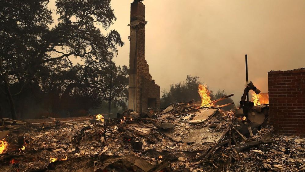 Un muerto y dos heridos graves dejan los devastadores incendios en el norte de California, Estados Unidos, informó el Departamento de Silvicultura y Protección de Incendios del estado. FOTO EFE