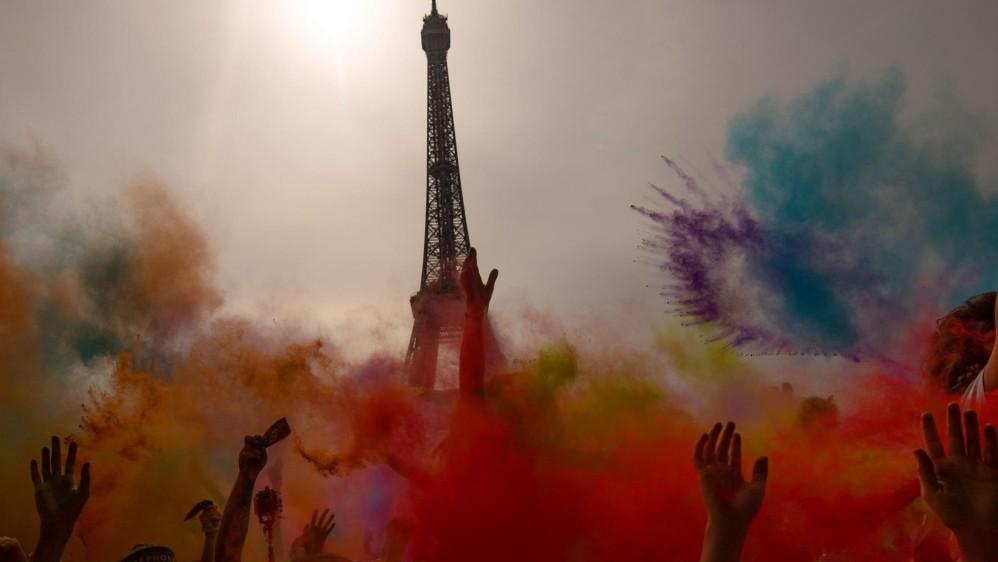 Los colores se mezclan entre los participantes. Foto: CHRISTOPHE SIMON
