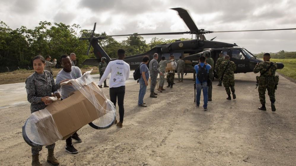 Dos helicópteros Black Hawk de la Fuerza Aérea se encargaron de llevar desde Medellín hasta Vigía del Fuerte, Antioquia, los regalos y a los voluntarios que apoyaron la jornada. Foto: Esteban Vanegas