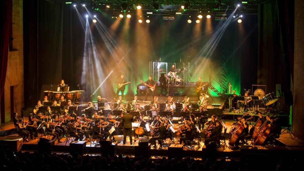 """""""Es importante hacer estos tributos a bandas de rock legendarias porque durante muchas generaciones nos han influenciado"""" afirma el director de este tributo, Juan David Osorio. FOTO: CARLOS VELÁSQUEZ"""