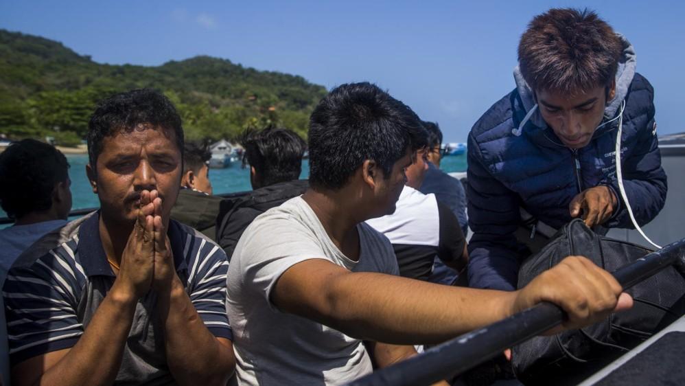 Un grupo de 15 jóvenes de Nepal fueron capturados por la Policía y son llevados por la Armada y Migración Colombia hasta Turbo, donde luego fueron liberados, según ellos, después de cobrarles entre 20 y 30 dólares. Foto: Esteban Vanegas