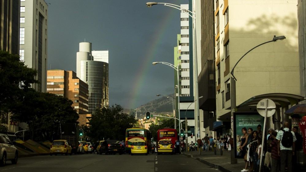 Arcoiris en el Centro de Medellín. Foto: Carlos Velásquez.
